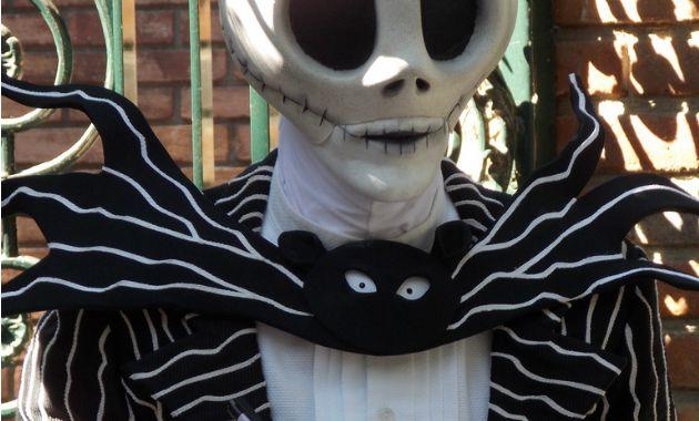 Make a Jack Skellinton bowtie for your pumpkins